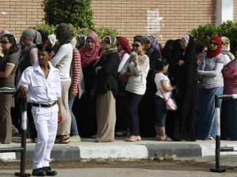 2012-05-23T060950Z_629400553_GM1E85N13JZ01_RTRMADP_3_EGYPT-ELECTION.jpg
