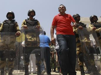2012-06-16T174233Z_461468968_GM2E86H042601_RTRMADP_3_EGYPT-ELECTION_0.jpg
