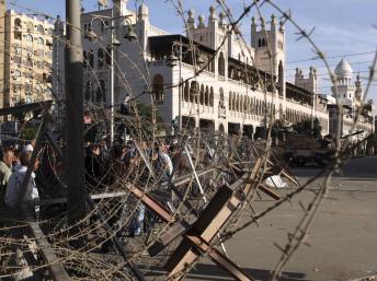2012-12-06T154228Z_1634207584_GM1E8C61TLH01_RTRMADP_3_EGYPT-POLITICS.jpg
