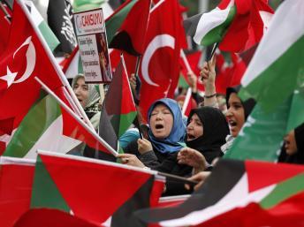 2010-06-06T154844Z_278310517_GM1E6661U7D02_RTRMADP_3_PALESTINIANS-ISRAEL-FLOTILLA-TURKEY.jpg